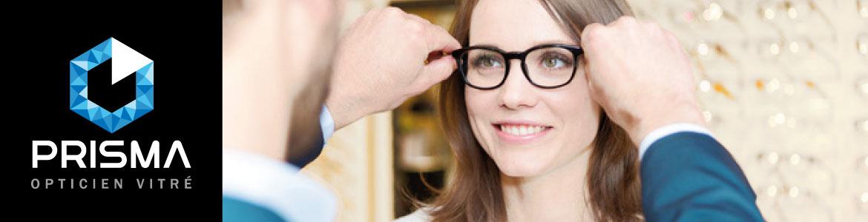 femme-essayage-lunettes-de-vue